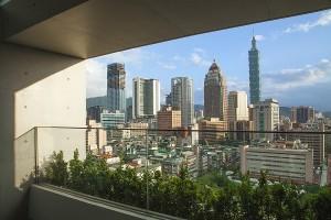 【誠品行旅】每間客房皆擁有城市中難能可貴的戶外陽台,完美收納都會景致