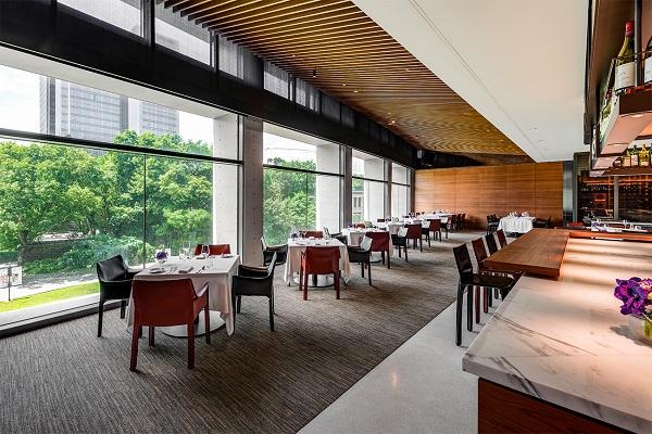 【誠品行旅】In Between之間餐廳以通透落地窗將自然綠意與都會夜景盡入眼簾